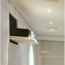 Моторизованный настенный кронштейн откидного типа для проектора